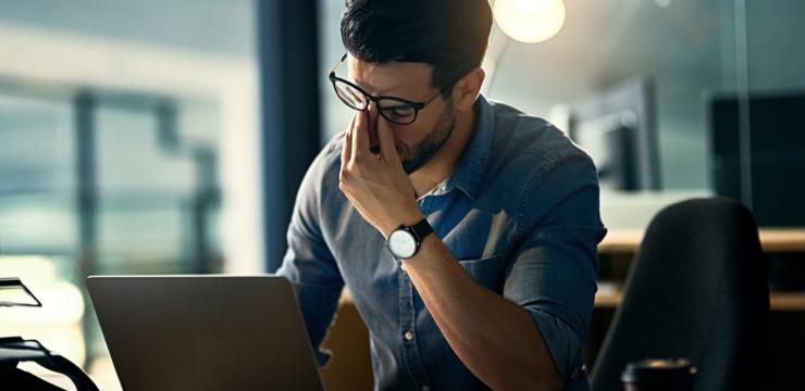 ٦ عادات سهلة للتغلب على المشاكل الصحية الناتجة عن العمل المرهق